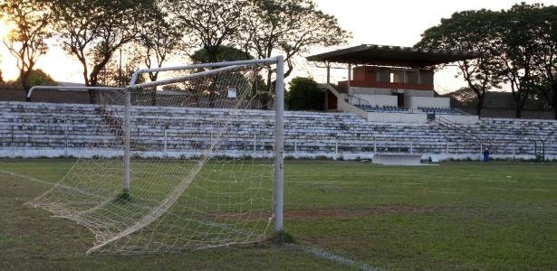 Estádio do Cave, em Guará (DF), está prestes a ser reformado desde dezembro de 2012