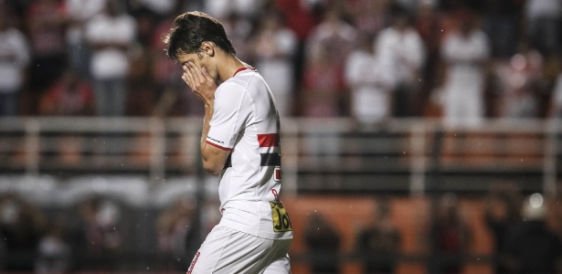 Rodrigo Caio lamenta em jogo do São Paulo