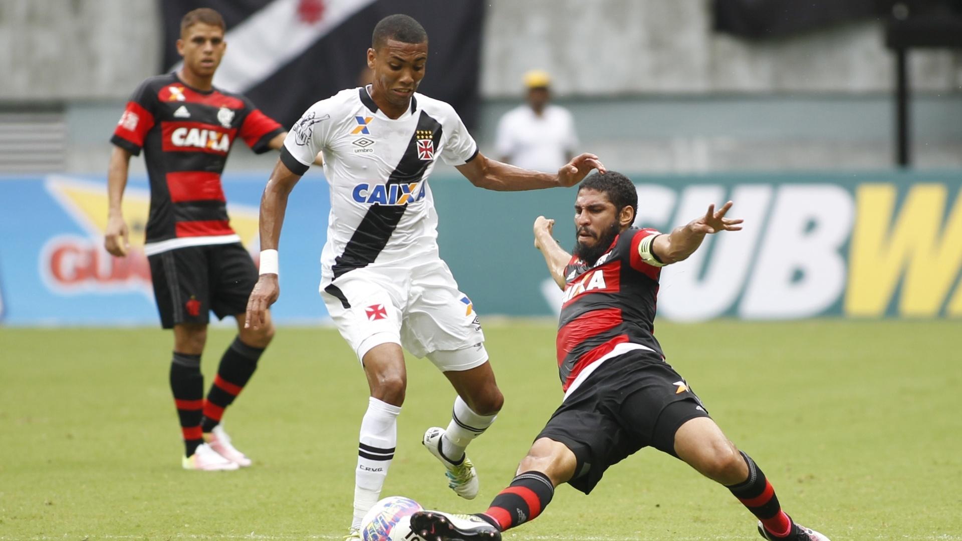 Wallace tenta impedir o ataque do Vasco na eliminação do Flamengo no Carioca