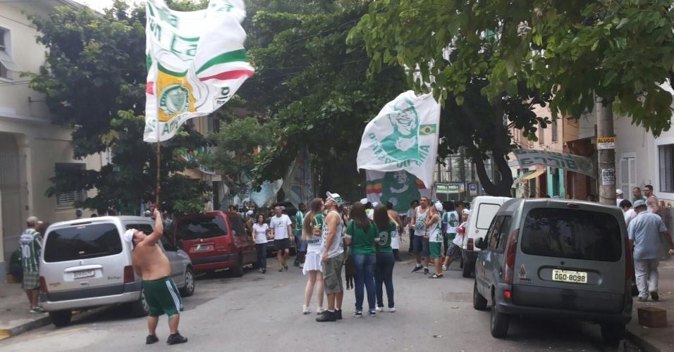 Torcedores do Palmeiras se reúnem nas imediações do Allianz Parque antes da final da Copa do Brasil