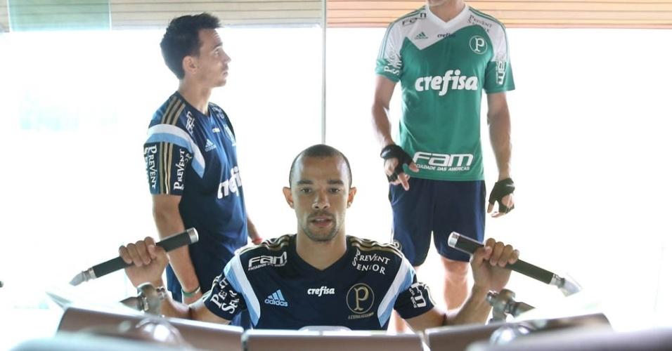 Roger Carvalho realiza trabalhos físicos na pré-temporada do Palmeiras
