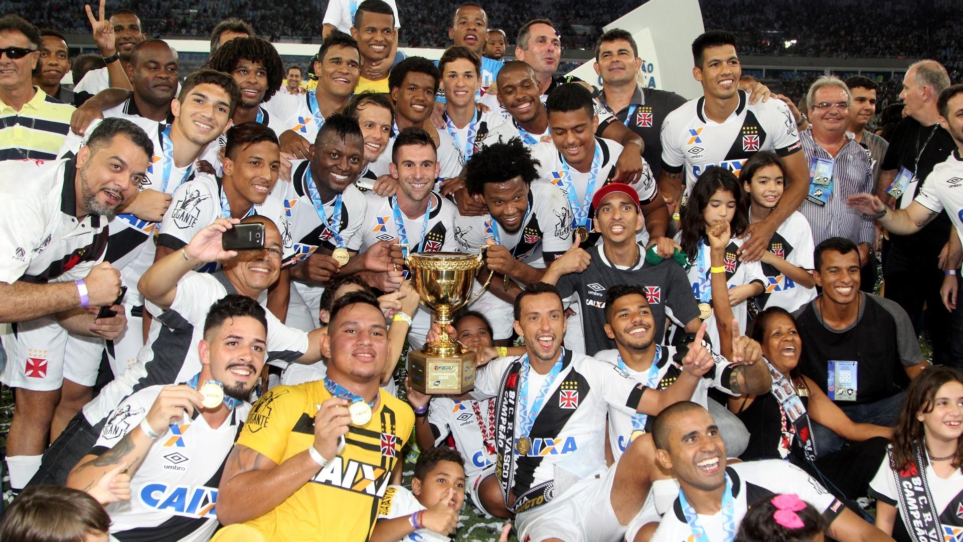 Jogadores do Vasco da Gama comemoram conquista do Campeonato Carioca 2016