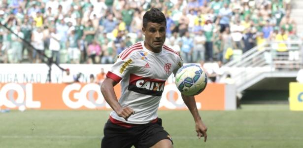 O meia Ederson segue fora do time e tenta voltar ao Flamengo contra o Cruzeiro