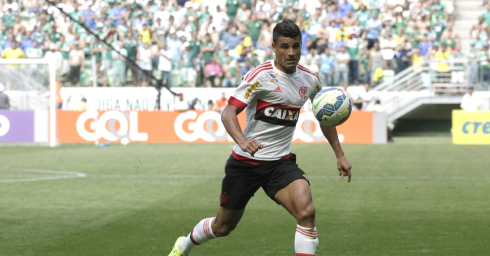 Ederson marcou dois gols e foi o destaque do Flamengo na derrota para o Palmeiras