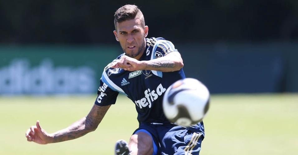 Rafael Marques em ação durante treino do Palmeiras na Academia de Futebol