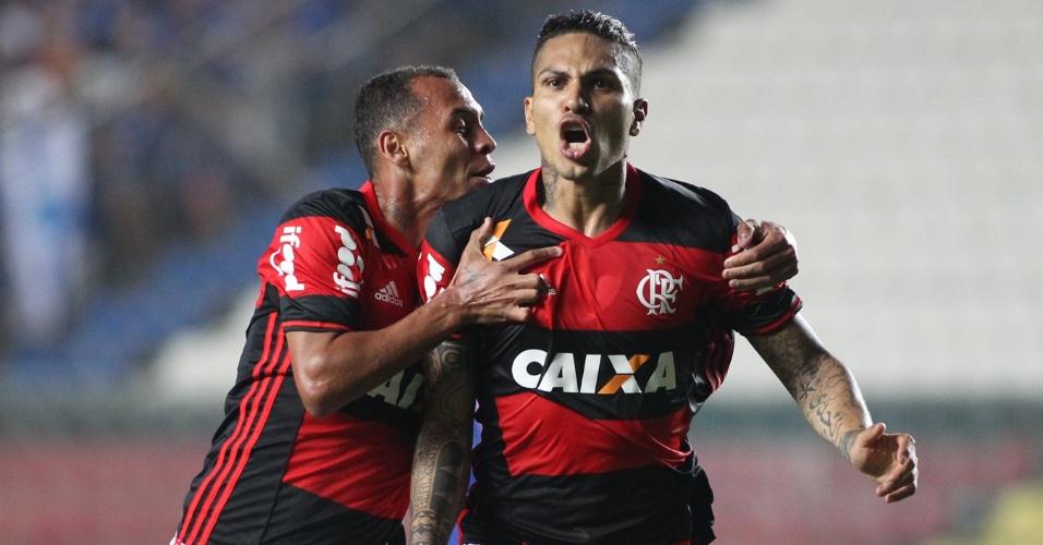 Guerrero comemora gol marcado na vitória do Flamengo sobre o Cruzeiro