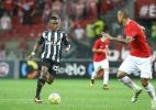 Cazares desequilibra e é elogiado por Robinho: