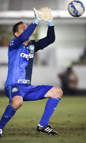 Fernando Prass, goleiro do Palmeiras, faz boa defesa em chute de Zeca