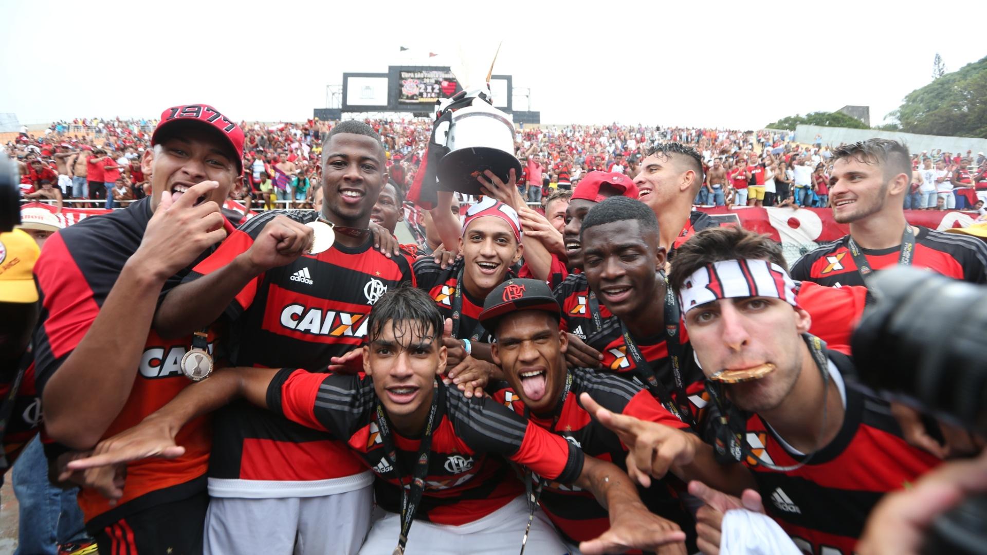 Juniores do Flamengo comemoram título, o terceiro do clube na Copinha