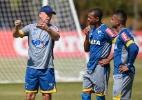 Laterais não convencem e Cruzeiro tenta reforçar lado esquerdo para 2017