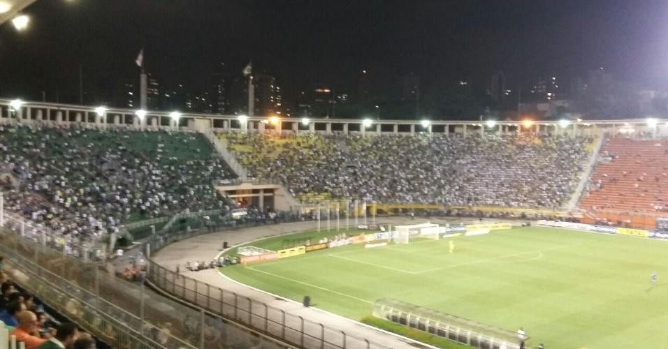 Torcida do Palmeiras no Pacaembu para jogo contra o Rio Claro, no Paulista
