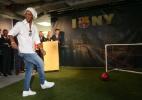 Ronaldinho viaja a Pequim para disputar amistosos com Rivaldo e Figo