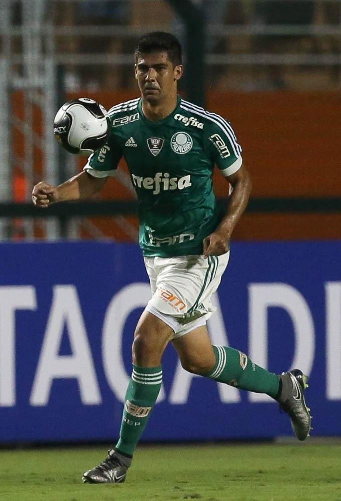 Leandro Almeida em ação durante a partida entre Palmeiras e São Bento, no Pacaembu