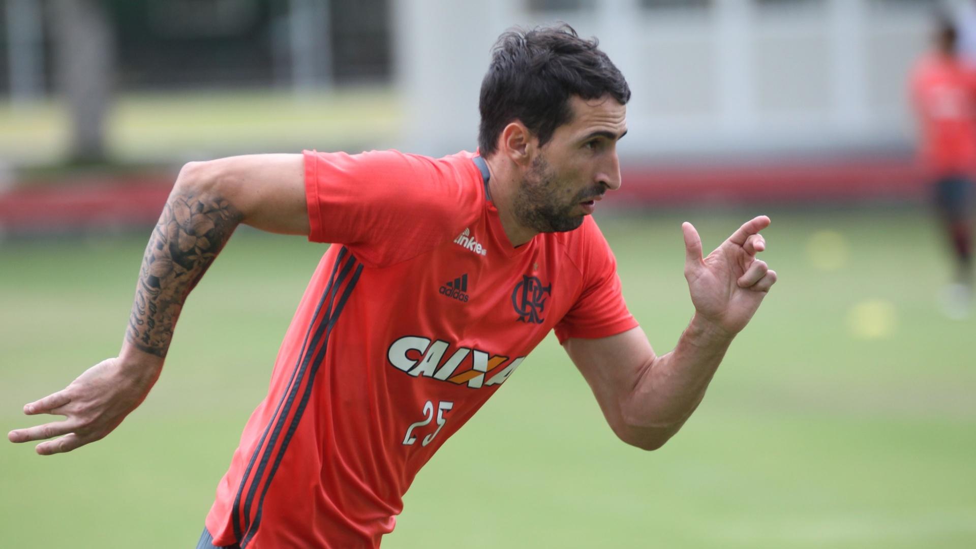 Alejandro Donatti chegou com status ao Flamengo, mas luta para se firmar no clube