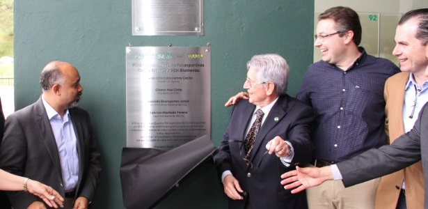 Ministro George Hilton (à esq.), indicado pelo PRB (e pela Igreja Universal) para o Ministério dos Esportes, preferiu deixar o partido a largar o cargo no governo