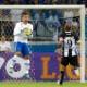 """Após marcar dois gols, Rafael Moura provoca o Cruzeiro: """"só ganha no vôlei"""""""
