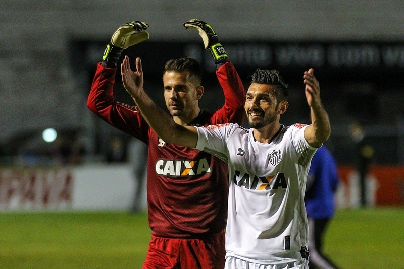 Victor e Dátolo comemoram a classificação do Atlético-MG na Copa do Brasil