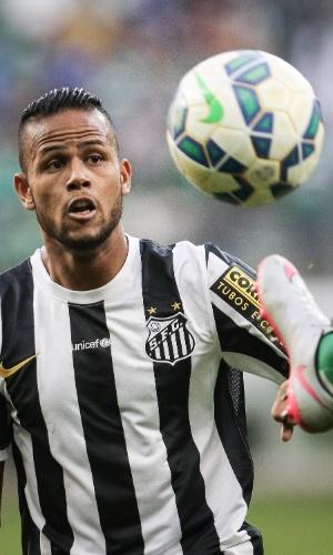 Meia Geuvânio em ação no clássico Palmeiras e Santos, no Allianz Parque