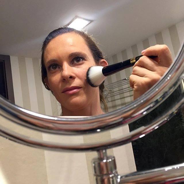 Também nas redes sociais, Fabiana Murer, única campeã mundial da história do atletismo brasileiro, postou foto se aprontando para a premiação