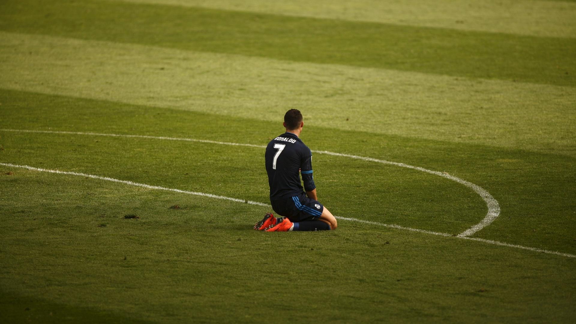 Cristiano Ronaldo lamenta pênalti perdido diante do Málaga. Kameni defendeu