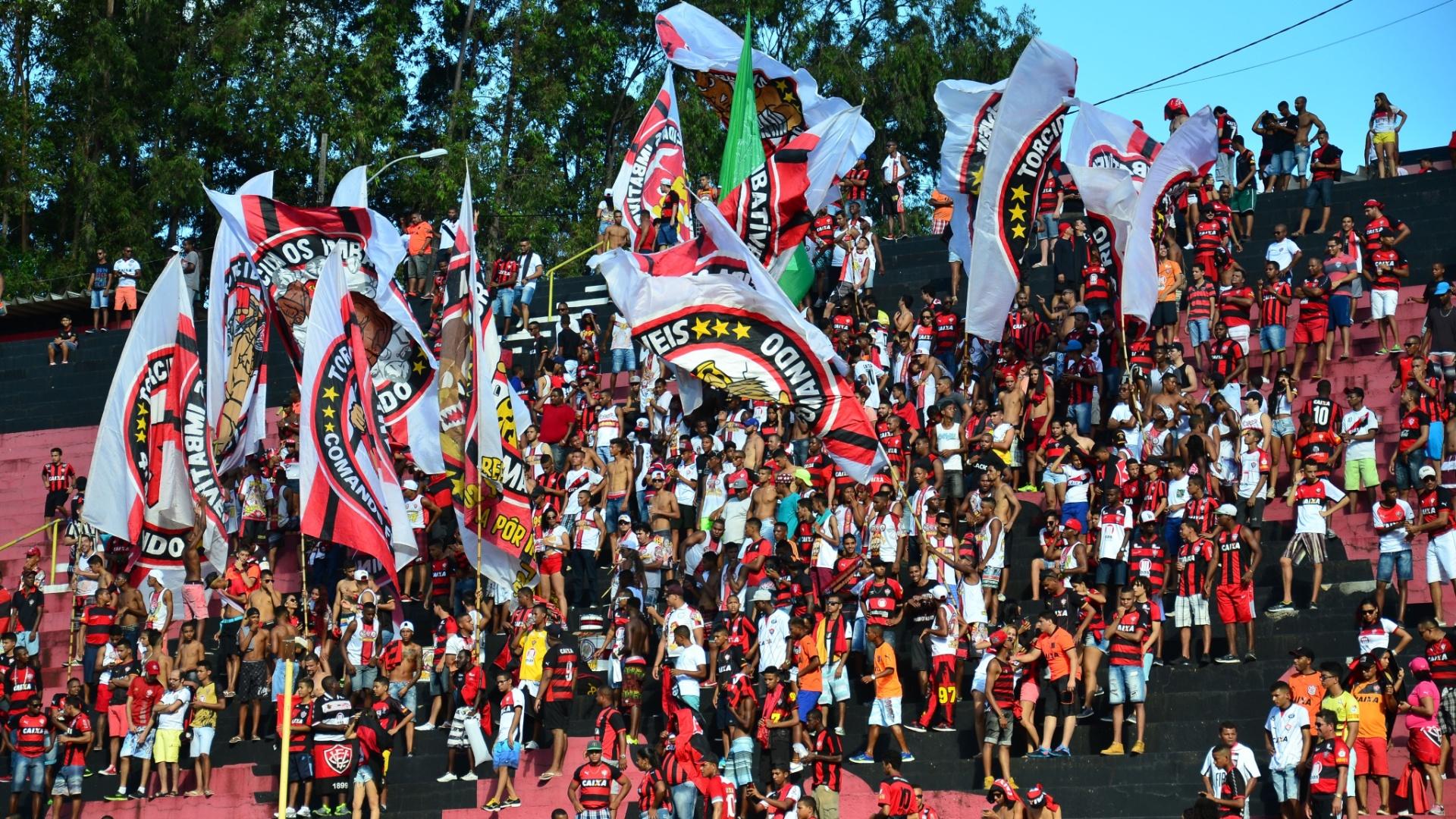 Torcida do Vitória faz festa no Barradão
