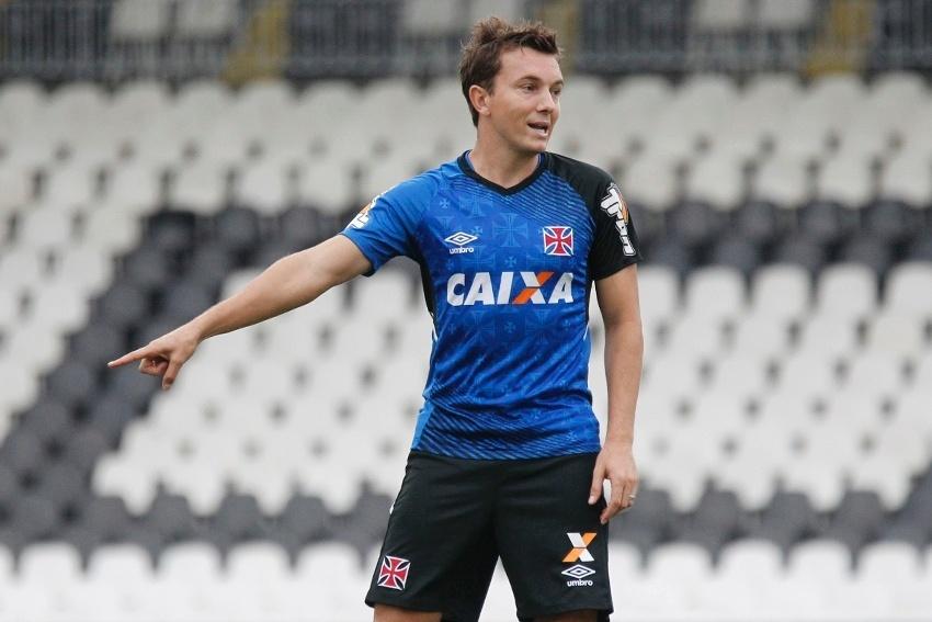 Dagoberto durante treinamento do Vasco, em São Januário