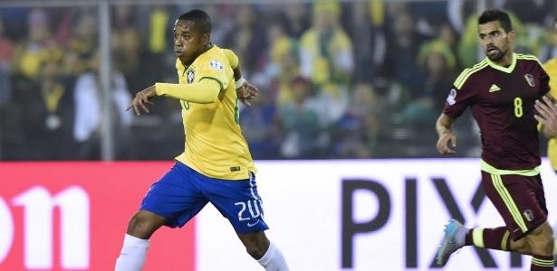 Robinho, que defendeu o Brasil durante a Copa América, é o sonho da diretoria do Cruzeiro para o restante do ano