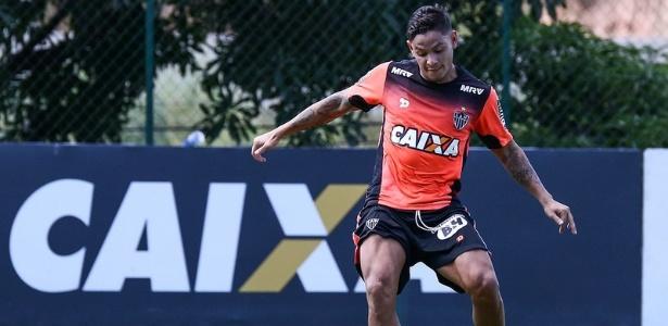 Carlos Eduardo está vetado para o duelo com o Grêmio, clube que o lançou para o futebol