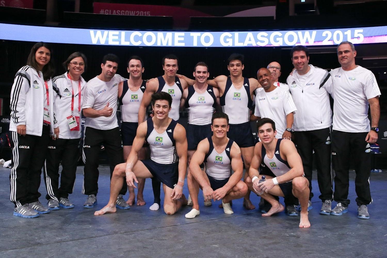 21.out.2014 - Seleção masculina faz treino de pódio para o Mundial de ginástica atística em Glasgow
