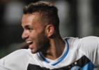 Grêmio aproveita desfalques do Atlético-MG e atropela rival no Horto
