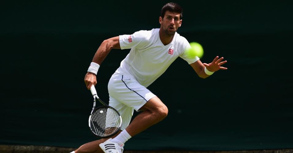 Novak Djokovic treina em Wimbledon