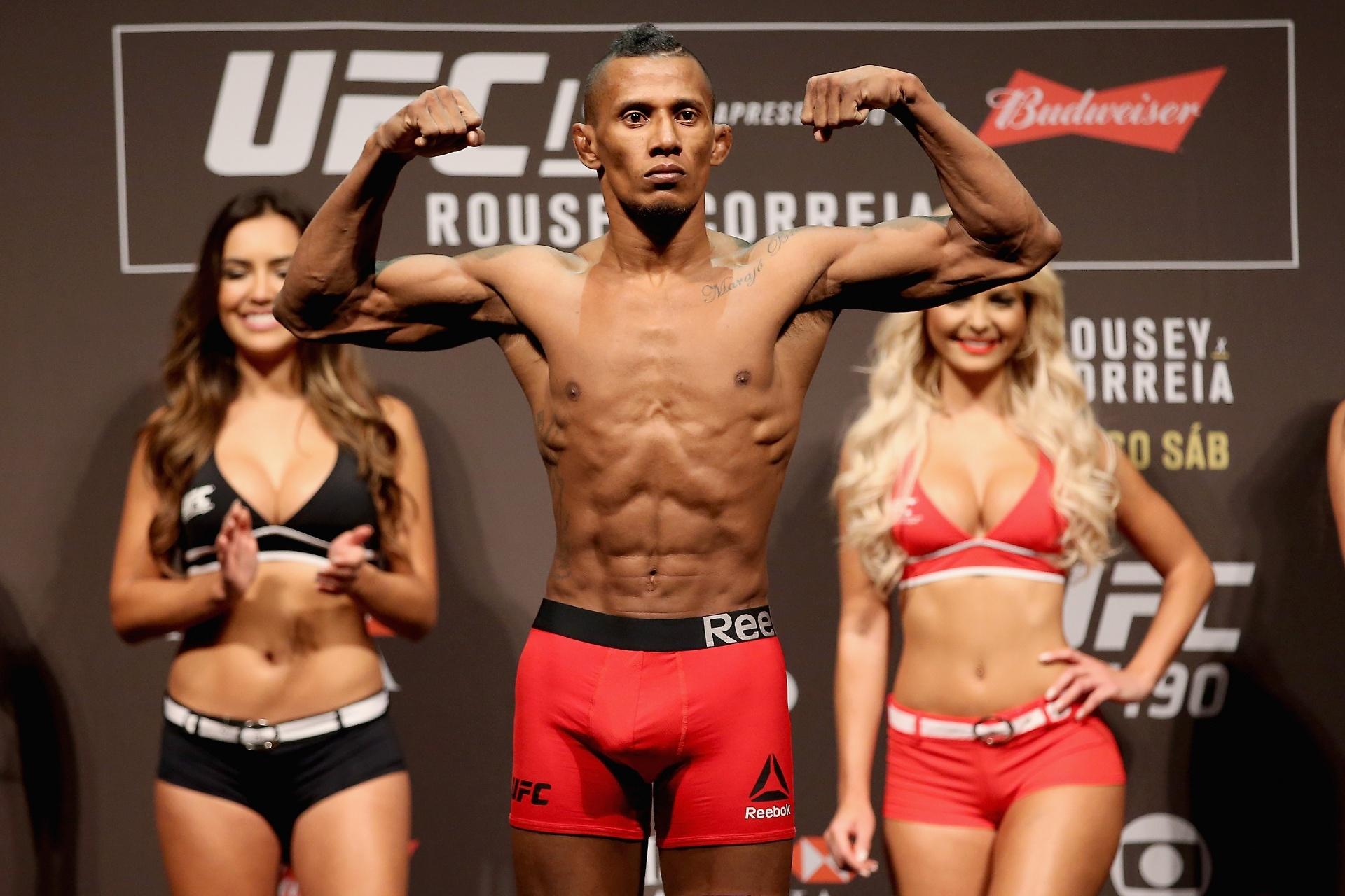 Iuri Marajó se pesa antes de confronto pelo UFC