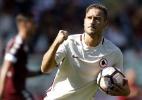 Totti é aplaudido por rivais e faz 250º gol no Italiano em derrota da Roma - Marco Bertorello/AFP