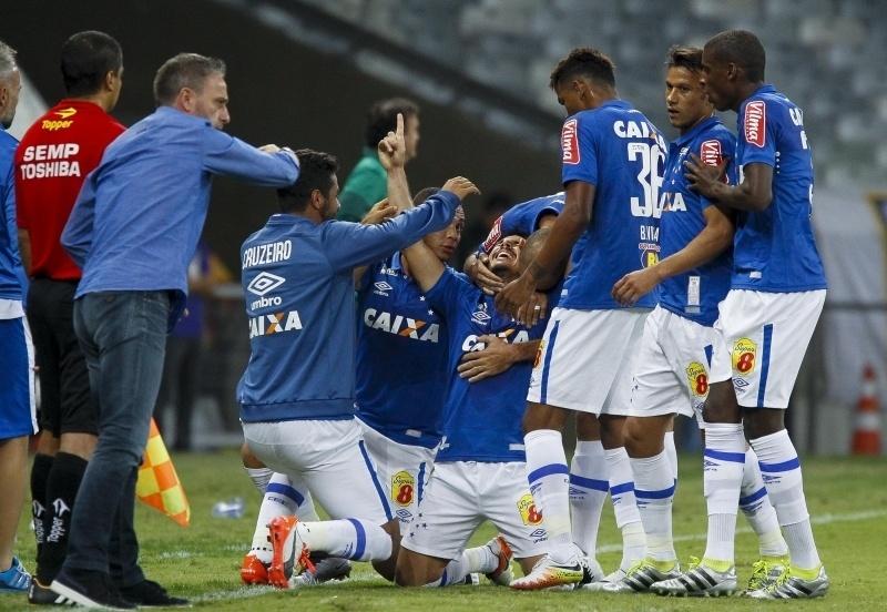 Willian comemora gol na partida Cruzeiro x Palmeiras
