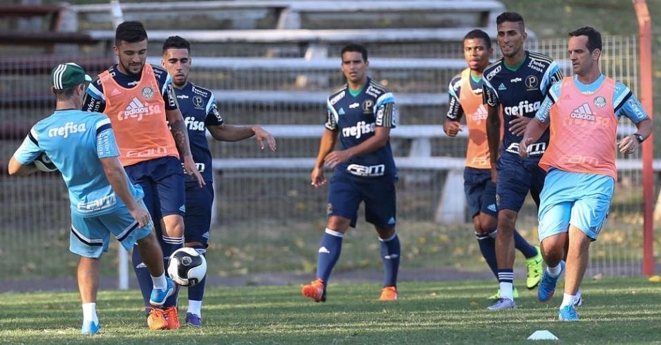 Jogadores do Palmeiras fazem coletivo no Uruguai, durante a pré-temporada 2016