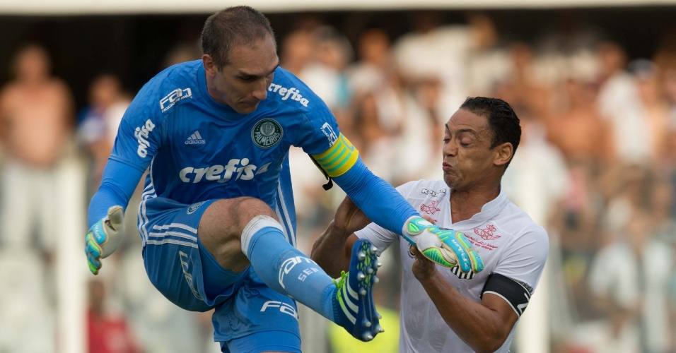 Fernando Prass afasta o perigo do gol do Palmeiras em chegada de Ricardo Oliveira na semifinal do Paulistão