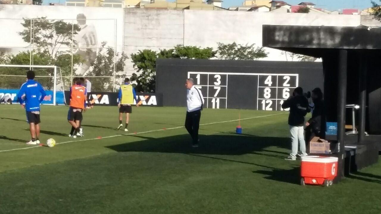 Tite comanda treino do Corinthians enquanto aguarda contato da CBF
