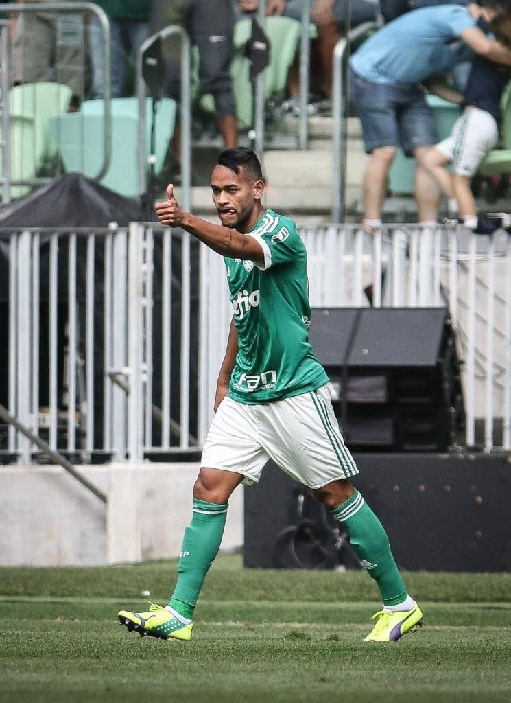 Jackson celebra gol marcado a 6 min de jogo na partida contra o Flamengo