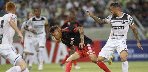 Paolo Guerrero tenta levar o Flamengo ao ataque no amistoso contra o Ceará