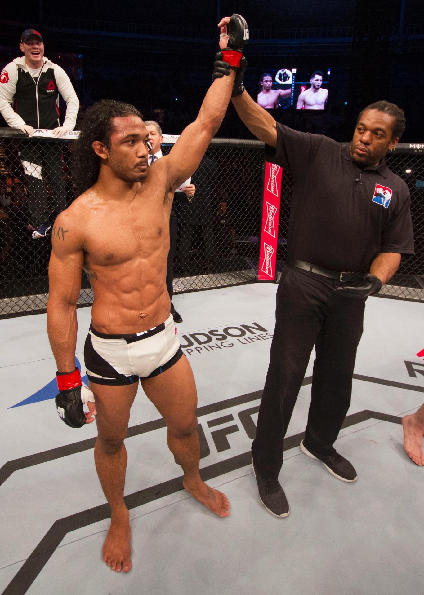 Benson Henderson comemora vitória por pontos, em decisão dividida contra Jorge Masvidal, no UFC Seul