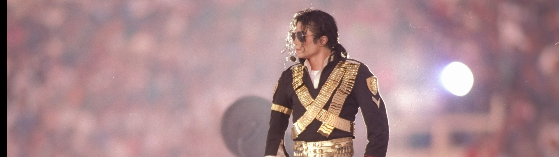 Michael Jackson se apresenta no intervalo do Super Bowl XXVII em 1993