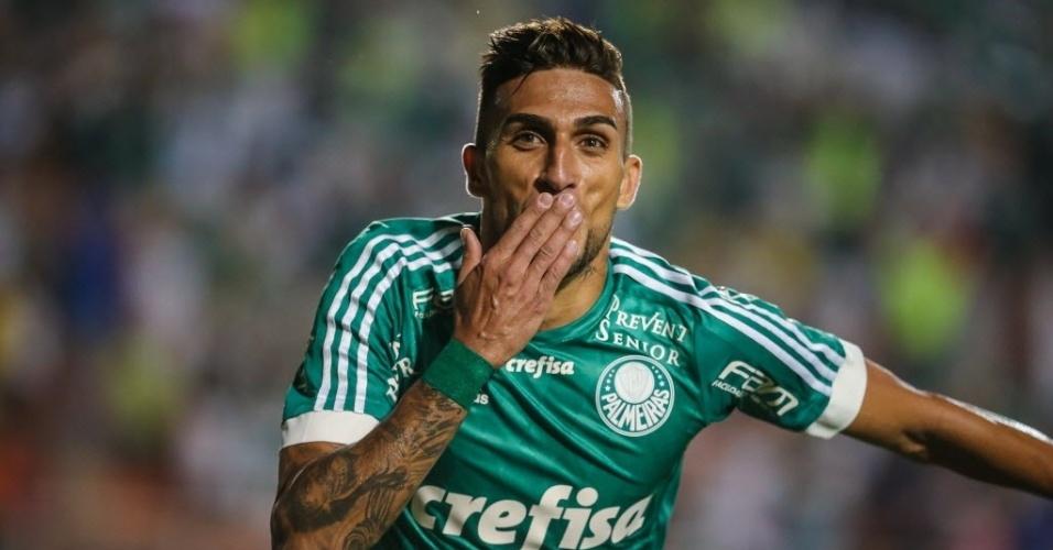 Rafael Marques comemora terceiro gol do Palmeiras contra o Grêmio no Brasileirão