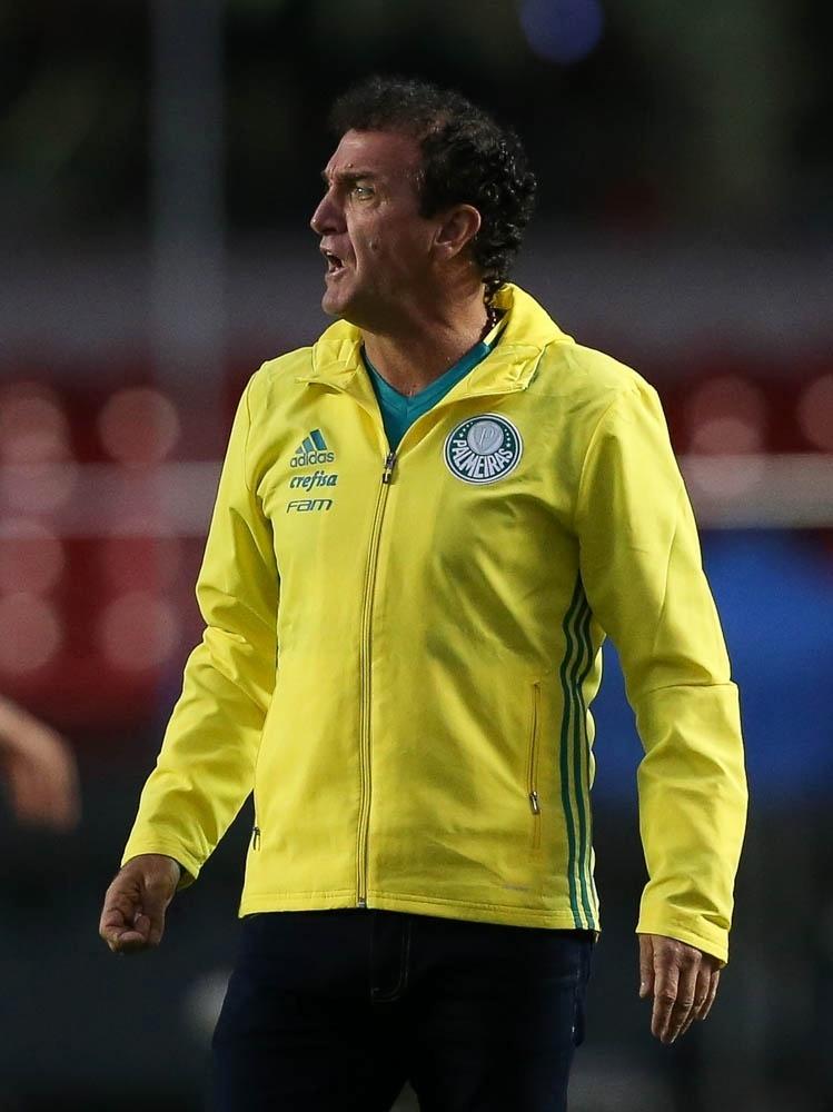 Cuca orienta o time do Palmeiras no clássico com o São Paulo no Morumbi