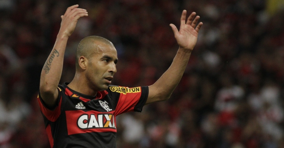Emerson Sheik estreou pelo Flamengo com derrota para o Atlético-MG no Maracanã
