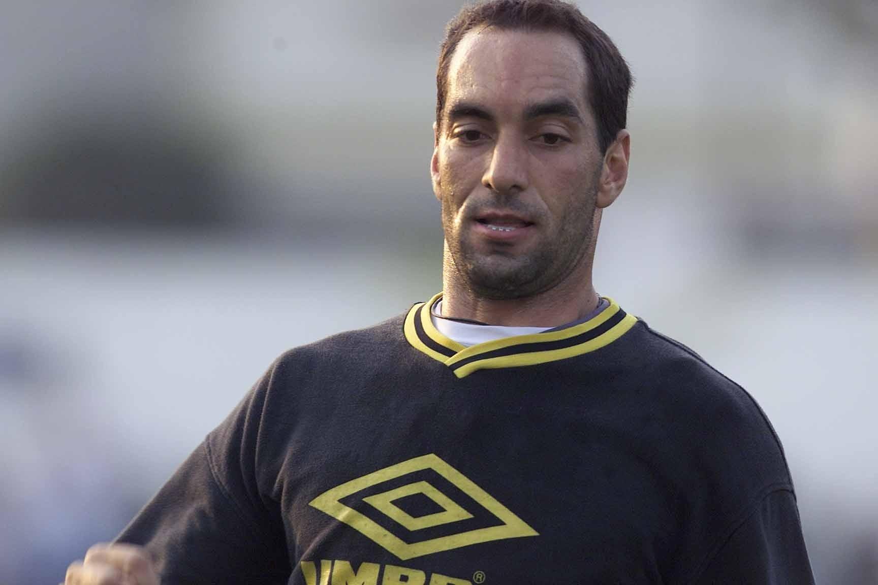 Edmundo treina pelo Santos em 2000