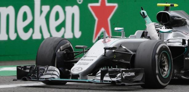 Nico Rosberg ultrapassou Hamilton logo no começo de prova e manteve a primeira posição