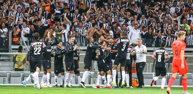 Jogadores do Atlético-MG comemoram o golaço marcado por Giovanni Augusto, contra o Sport