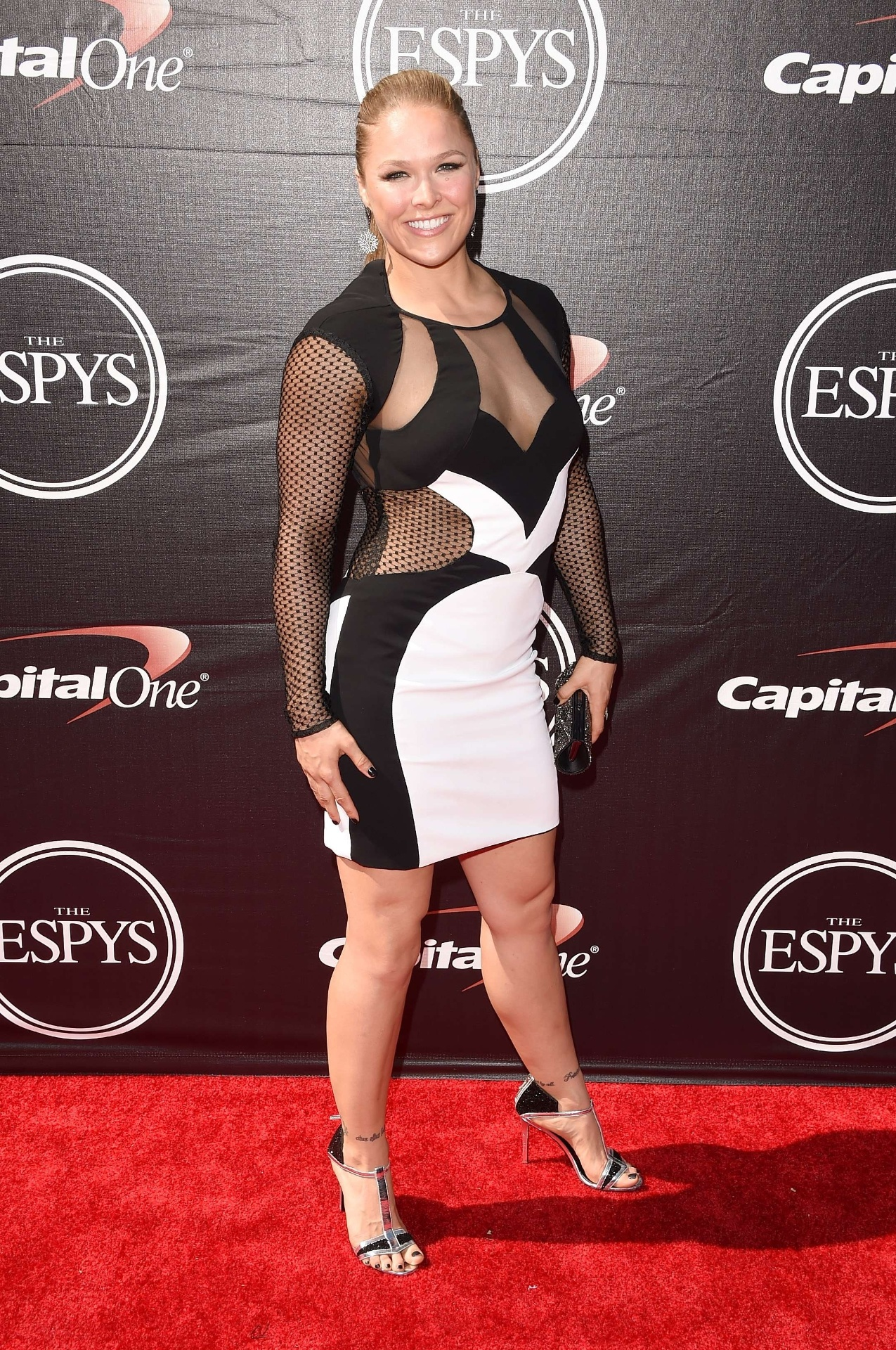 Ronda Rousey recebe prêmio ESPY e aproveita para 'alfinetar' Maywheater