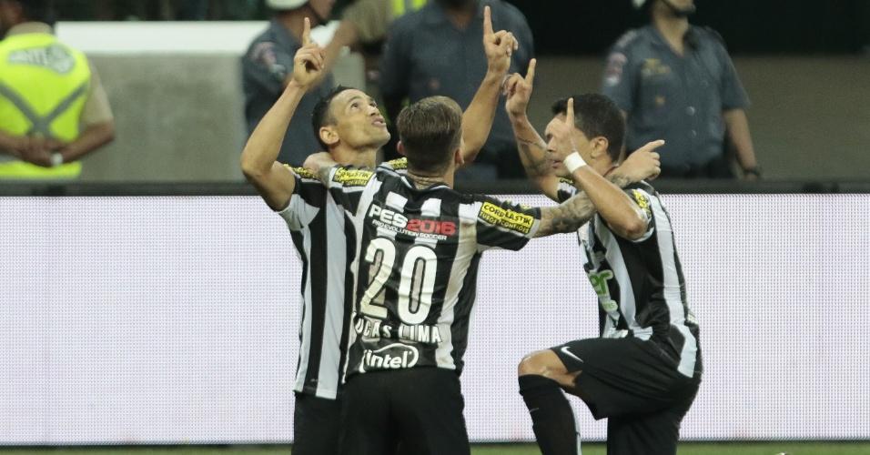 Ricardo Oliveira comemora o gol marcado para o Santos