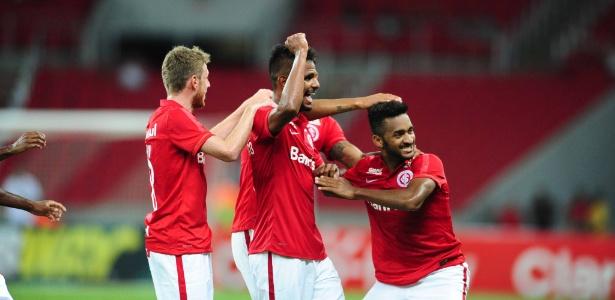 Artur (dir) fez o gol que decidiu jogo entre Inter e Passo Fundo, no Beira-Rio